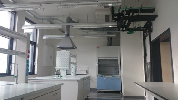 pomieszczenia-laboratoryjne-600x337
